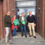AM overhandigt AED aan V.v.E's van nieuwbouwproject Euryza in Zwijndrecht