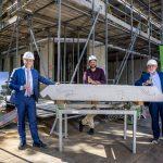 Feestelijk startschot bouw 38 duurzame sociale huurwoningen Het Boezemhuys in Rotterdam