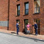 Sleutel voor eerste bewoners duurzame appartementen Professor Schoemaker Plantage in Delft